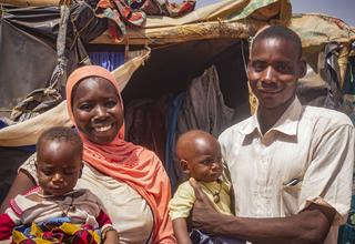 «Je suis contente de recevoir aujourd'hui vos dons de vêtements. Mes jumeaux pourront porter des habits décents.Nous espérons pouvoir repartir dans notre village et retrouver nos habitations et notre paisible vie d'antan».