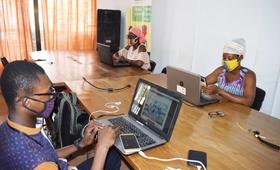 Ce concept vient donc d'une observation des habitudes hygiénique, en particulier chez les jeunes qui peuvent être source de propagation du virus. Menée via les réseaux sociaux et internet, la campagne a déjà touché plus de 30 000 personnes au Burkina.