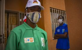 Pour le Fonds des nations unies pour la population (UNFPA), le potentiel des jeunes doit être mis à profit pour lutter contre cette pandémie. En soutien donc au gouvernement burkinabè, le bureau pays contribue, pour un coût global de 67500000 FCFA, au déploiement de 750 volontaire