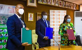Signature de la convention d'une durée de 03 ans sur « Les modalités de collaboration pour l'amélioration de la disponibilité des produits contraceptifs/SR de qualité »